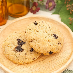 oatmeal and raisin cookie