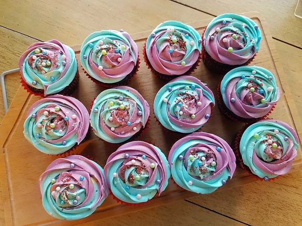 pink and turquoise swirl cupcakes
